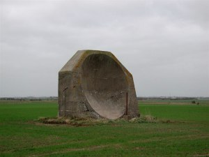 WW1AcousticMirrorKilnsea(PaulGlazzard)Jan2007