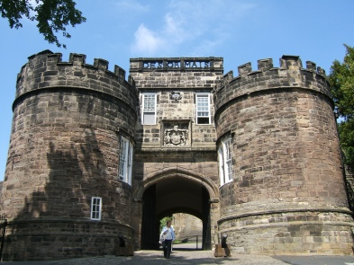 Skipton_Castle_main_gate,_2007