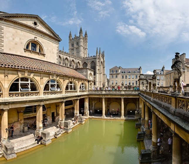 882px-Roman_Baths_in_Bath_Spa,_England_-_July_2006