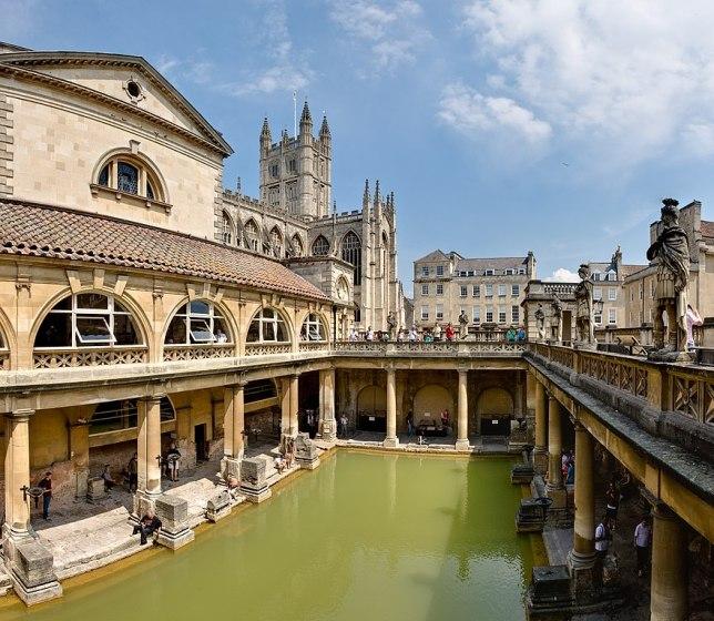882px-Roman_Baths_in_Bath_Spa,_England_-_July_2006