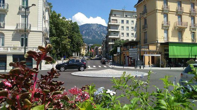 Centre_d'Aix-les-Bains_depuis_la_gare_SNCF